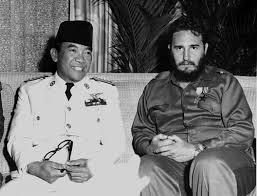 Sukarno dan Fidel Castro, 1960 di Havana, Cuba (Credit: en.wikipedia.org)