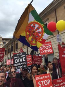 Demonstrasi Komunitas Shugden Buddhist (Credit: Kelsang Pagpa)