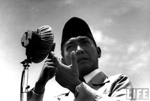 Sukarno, Agitasi, dan Harga Diri di depan Bangsa-bangsa Lain (Credit: LIFE)
