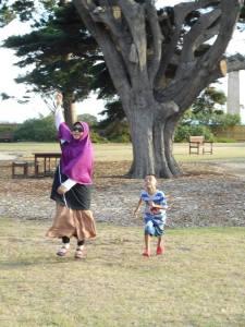 5 Desember 2015, Bermain di Taman Dekat Brighton Beach, Melbourne.